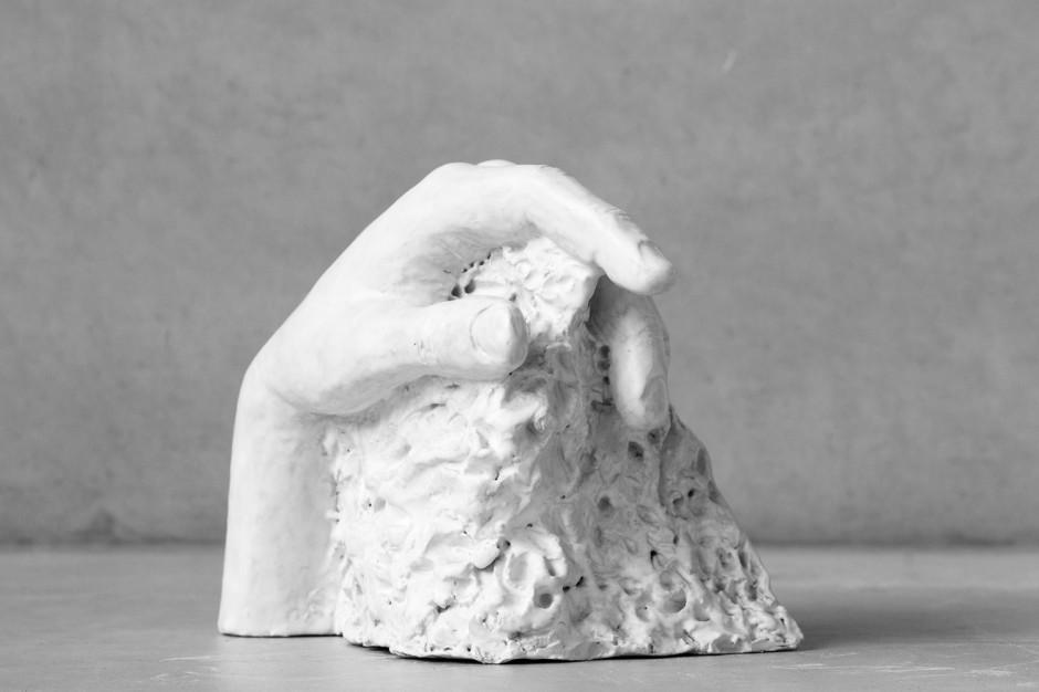 Oomen-Onwerpt-beeldhouw-Uitdekleigegrepen-02