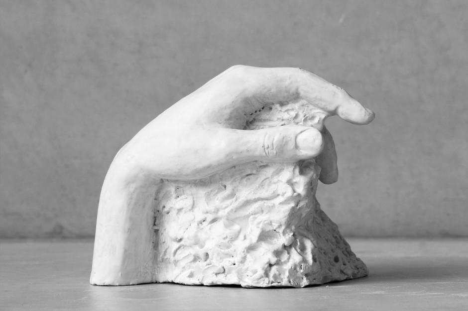 Oomen-Onwerpt-beeldhouw-Uitdekleigegrepen-04